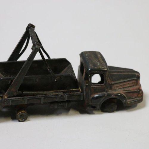 Dinky toys. Supertoys. Camion 38 A multibenne UNIC Marel (pneus manquants)