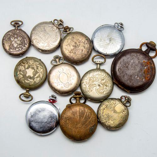 Lot de 11 montres à gousset en métal  (En l'état, accidents, usures)