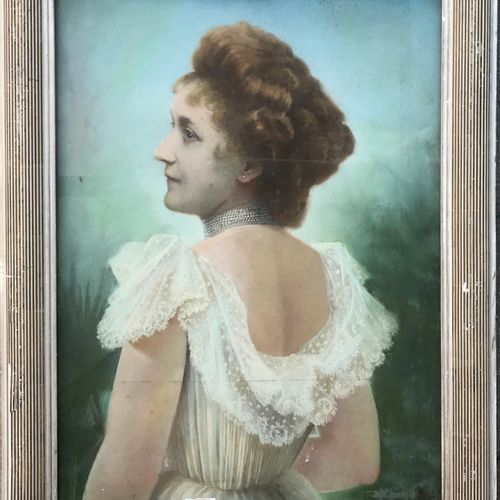 E. BOUTARD début XXe  Femme de dos légèrement tournée  Pastel  Signé en bas à dr…