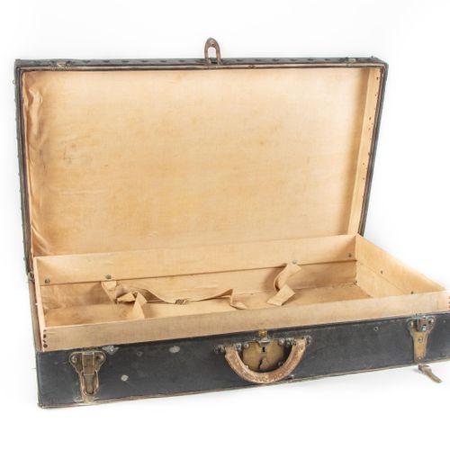 Louis VUITTON  Malle de voiture en toile enduite noire, serrures en métal monogr…