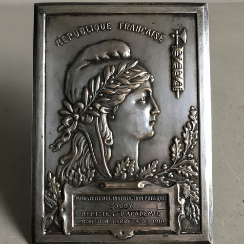 Plaque of an academy officer of the class of 1910 in silver plated brass engrave…