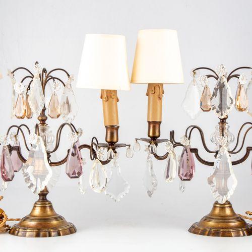 Paire de girandoles de table à deux lumières en bronze doré et patiné à larges p…
