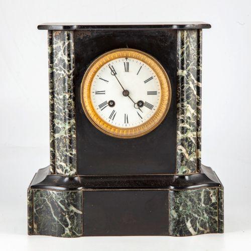 Pendule borne en marbre  H. : 27 cm