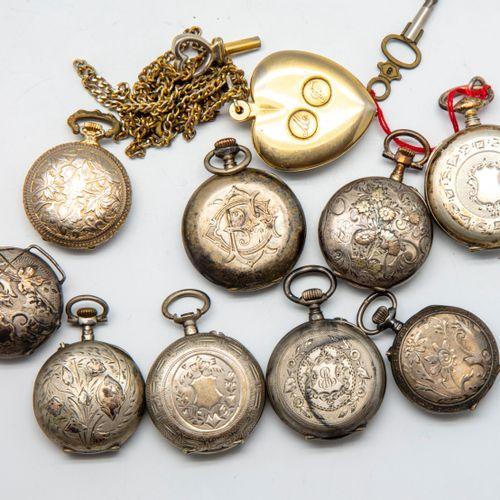 Lot de 10 montres à gousset en métal.  (En l'état, accidents, usures)