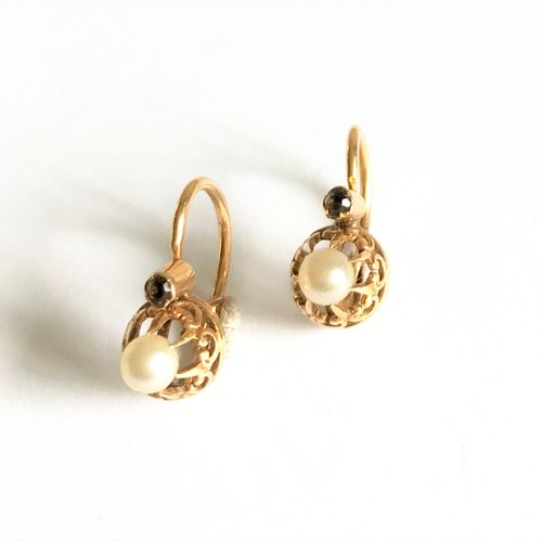 Pair BO sleepers yellow gold pearls and colored stone  Gross weight: 1.91 gr