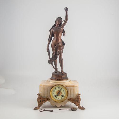 Henri Louis LEVASSEUR (1853 1934)  Pendule en marbre surmontée d'un bronze à pat…