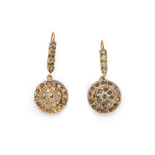 Pair of yellow gold earrings set with pink diamonds  Gross weight: 8.7 g