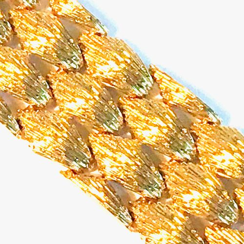 Large yellow gold cuff bracelet with hammered scales. Circa 1960  L. : 18 l.: 2,…