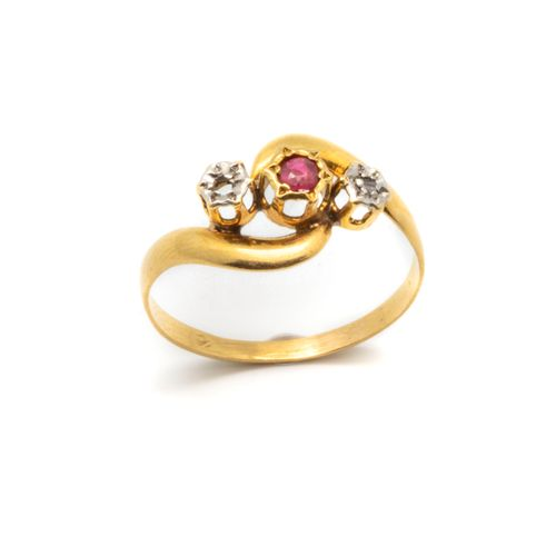 Yellow gold ring punctuated with two small diamonds, one ruby  Gross weight: 1.4…