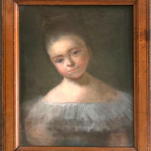ECOLE FRANCAISE du milieu du XIXe  Portrait de fillette  Pastel  44 x 36 cm  Cad…