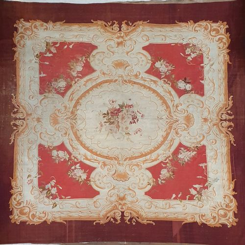 KNOWLEDGE  Large carpet decorated with a large floral bouquet on a cream backgro…