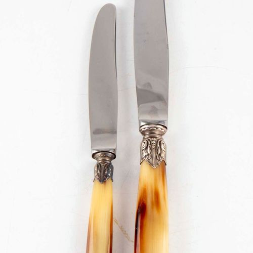 Set of 12 large knives and 12 entremet knives, horn handle and stainless steel b…