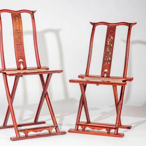 CHINE CHINE XXe  Six chaises pliantes en bois laqué rouge  H. : 106 cm ; L. : 50…