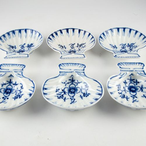 Six porcelain dishes in the shape of a scallop shell decorated with flowers in b…