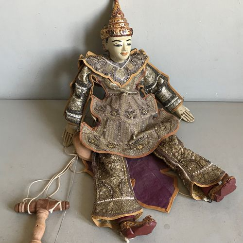 THAÏLANDE THAILAND  Wooden puppet and fabric richly adorned. Wooden strings and …