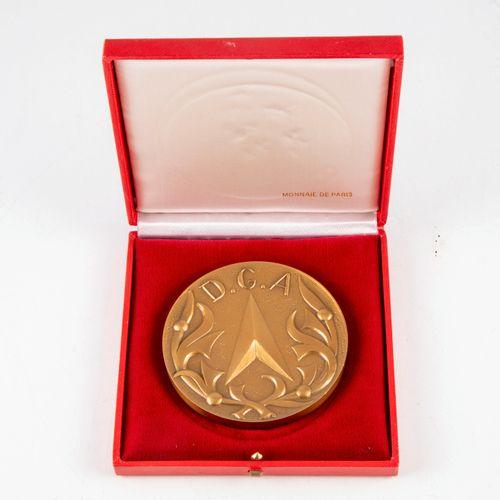 CONDARD Medal for the Délégation Général pour L'Armement  Hands beating the iron…