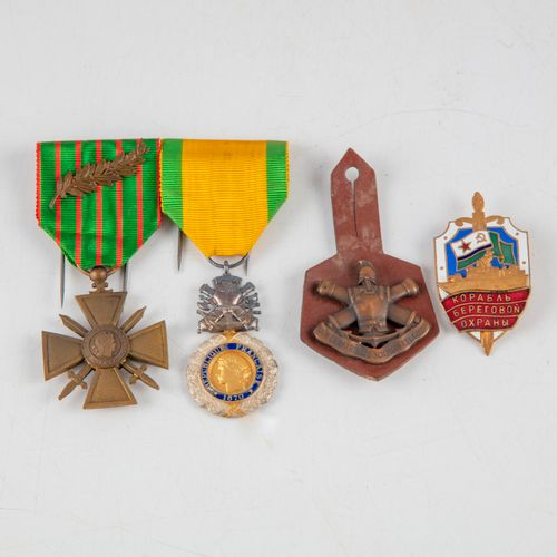 Set of military medals and shields, including:   A Croix de guerres 1914 1916, t…