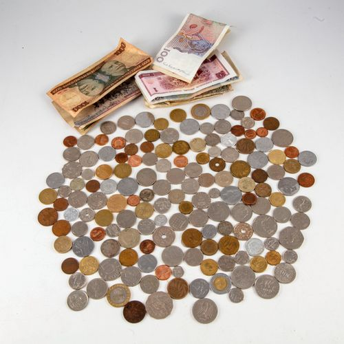 Important lot of foreign coins and banknotes