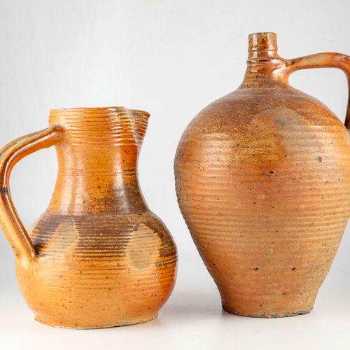 Set including a vase and a ceramic pitcher