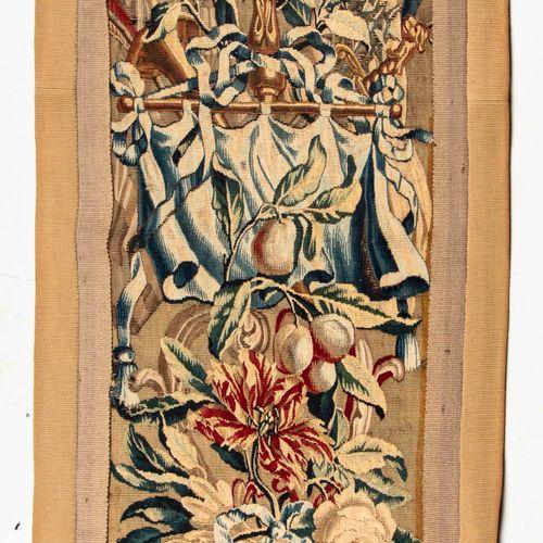 Elément de tapisserie aux petits points  Epoque XIXe  113 x 48 cm