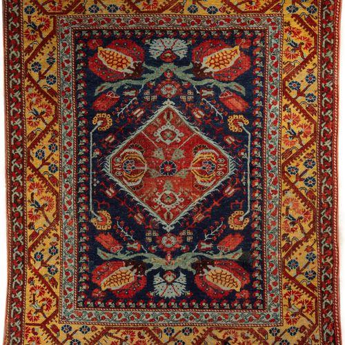 Tapis d'Asie mineure Kumurgiù Koula XIXe  dit«tapis de charbonnier»  Médaillo…