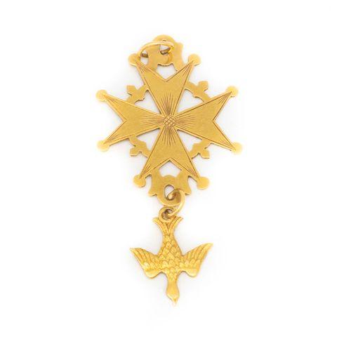 Croix de protestant en or jaune ornée d'un Saint Esprit  Poids : 3,5 g.
