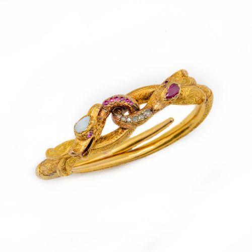 Bracelet en or jaune, deux têtes de serpents entrelacés, formant manchette artic…