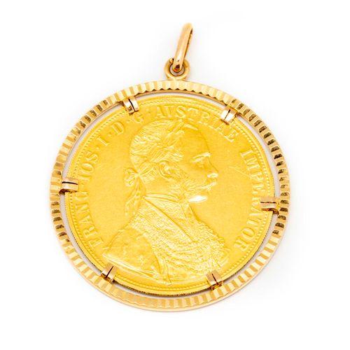 Grande médaille en or montée en pendentif à l'éfigie de l'Empereur François Ier …