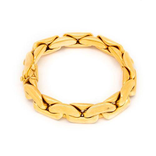 Bracelet gourmette en or jaune à maillons plats articulés  Poids : 45,6 g.