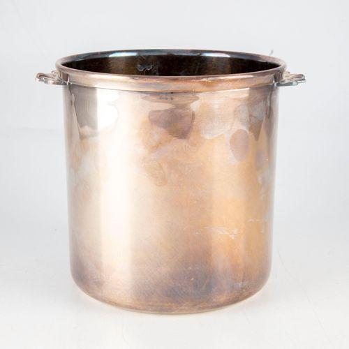Rafraichissoir ou seau à chamapgne en métal argenté  H. : 18 cm ; D. : 18 cm