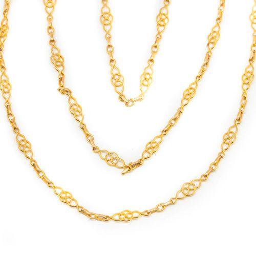 Sautoir en or jaune transformé en collier à trois rangs  Poids : 19,2 g.