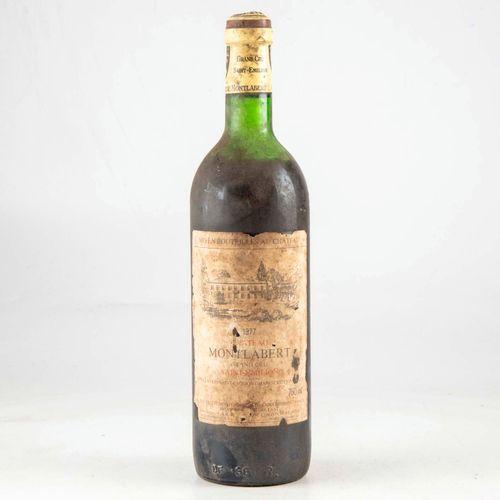 4 bouteilles CHATEAU MONTLABERT 1977 Saint Emilion  Niveaux léger bas à mi épaul…