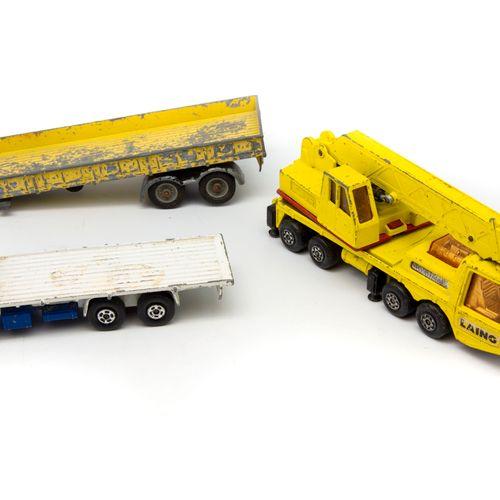 MATCHBOX MATCHBOX, GORGI, SOLIDO etc. 1/43  Lot de 10 camions utilitaires (trans…
