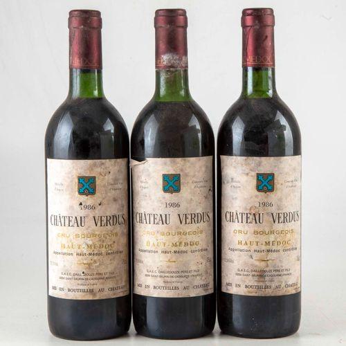 3 bouteilles CHÂTEAU VERDUS 1986 Haut médoc  Niveau léger bas à haute épaule  Et…