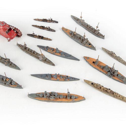 CBG CBG  Ensemble de 14 bateaux en plomb (croiseur, cuirassé, destroyer...)  En …