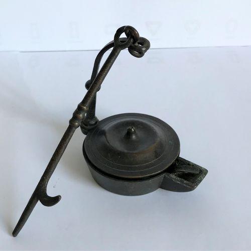 Petite lampe à huile en bronze d'après l'Antique  H. : 10 cm
