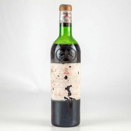 1 bouteille CHATEAU PAPE CLEMENT 1976 Graves  Niveau mi épaule  Etiquette fânée …
