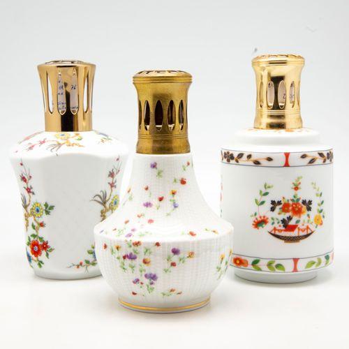 GIRAUD GIRAUD  Trois lampes BERGER en porcelaine à décor de fleurs des modèles :…