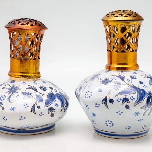 HENRIOT HENRIOT Quimper  Deux lampes Berger en faïence à décor émaillé bleu de f…