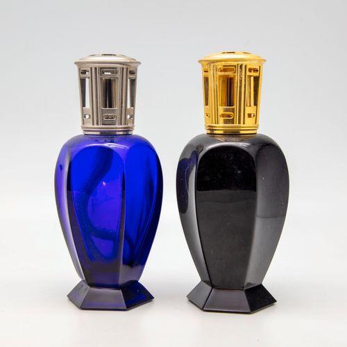 Deux lampes Berger en verre teinté bleu nuit et noir des modèles Athéna 3590 et …