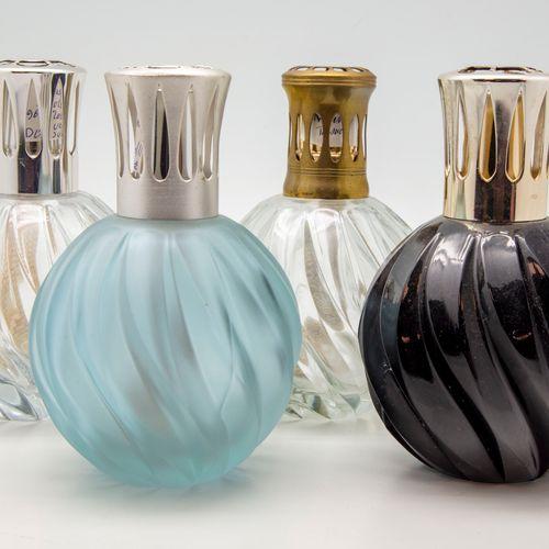 Quatre lampes BERGER en verre torsadé transparent, mauve et noir  H.: 13 cm