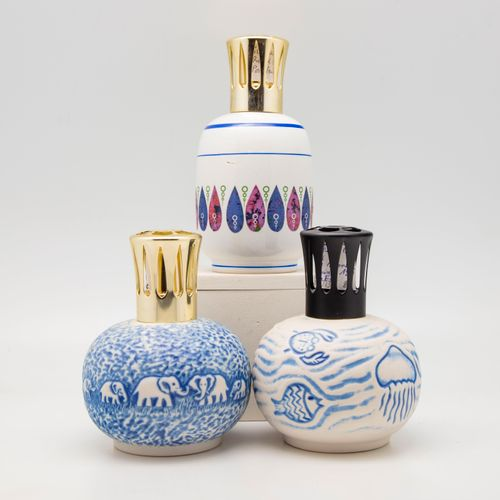 Revol REVOL  Trois lampes Berger en céramique à décor des modèles :   3070 Relie…