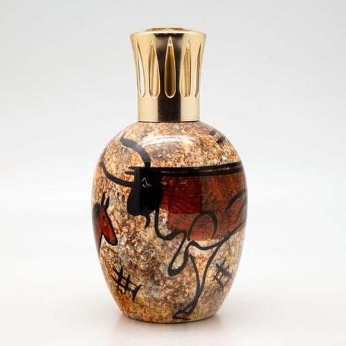 GEHEL GEHEL  Lampe Berger en céramique à décor émaillé polychrome dans le goût d…