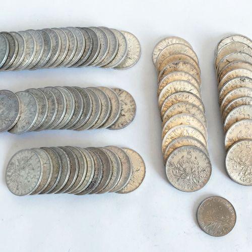 Lot comprenant 63 pièces de 5 francs datées 1960 et suivantes.  On y joint une p…