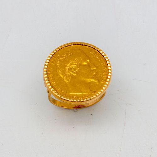 Bague en or jaune ornée d'une pièce de 20 francs or Napoléon
