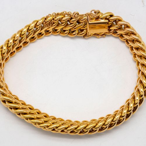Bracelet en or à maille tressée, fermoir cliquet, chainette et huit de sécurité …