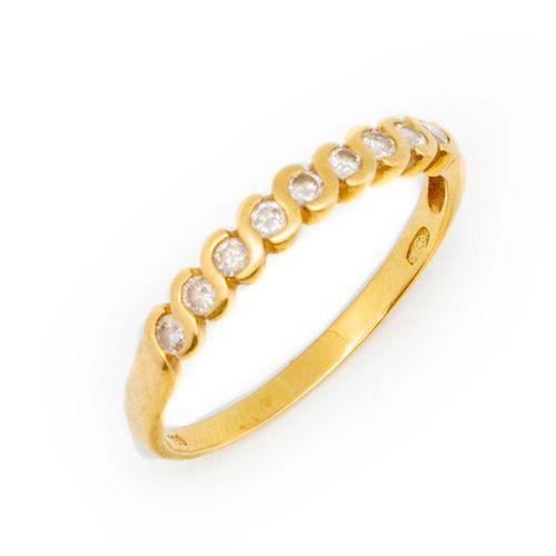Alliance en or jaune semi amricaine pavée de petits diamants  Poids brut : 2,7 g…