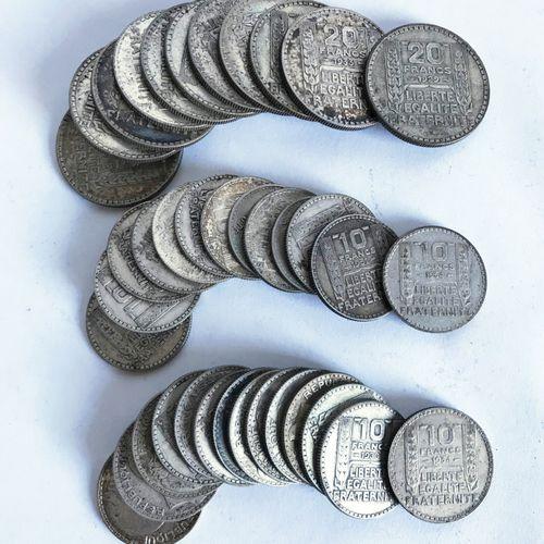 Lot comprenant des pièces de 10 francs et 20 francs datées des années 1920 et su…
