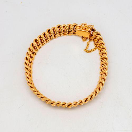 Bracelet gourmette en or jaune  Poids : 16,8 g.
