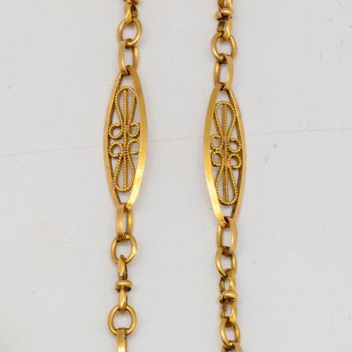 Chaine de montre en or jaune  Poids : 10 g.